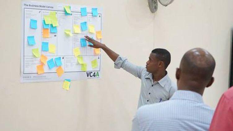 Un jeune entrepreneur somalien présentant son projet. (Capture d'écran du site Innovate Ventures)
