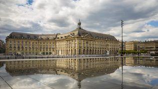Le miroir d'eau à Bordeaux (Gironde). (MICHAEL PORTILLO / ONLY FRANCE / AFP)