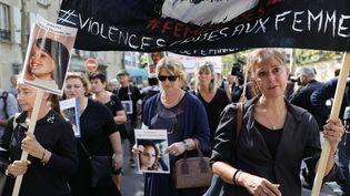 Des familles de victimes de féminicides lors d'une marche à Paris, le 3 septembre 2019. (THOMAS SAMSON / AFP)
