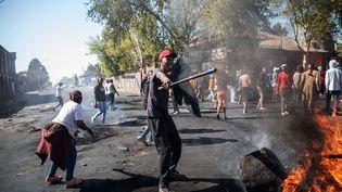 Le 2 septembre 2019, des émeutes ont éclaté à Turffontein, dans la banlieue de Johannesburg, en Afrique du Sud. (MICHELE SPATARI / AFP)