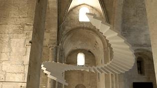 Christian Lacroix a choisi l'escalier de Lang Baumann qui s'évade de la nef de l'abbaye de Montmajour  (France3 / Culturebox)
