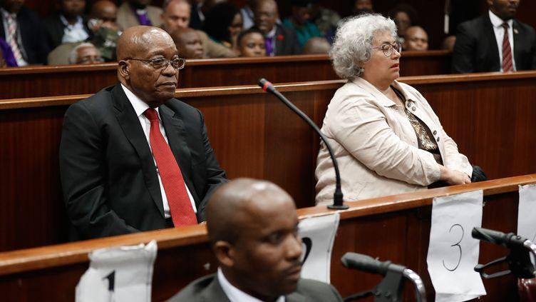 L'ancien président sud-africain devant la haute cour de Durban, le 6 avril 2018. Jacob Zuma est soupçonné de pacte de corruption dans un contrat d'armement avec la compagnieThalès représentée ici par Christine Guerrier (à droite). (NIC BOTHMA / POOL)