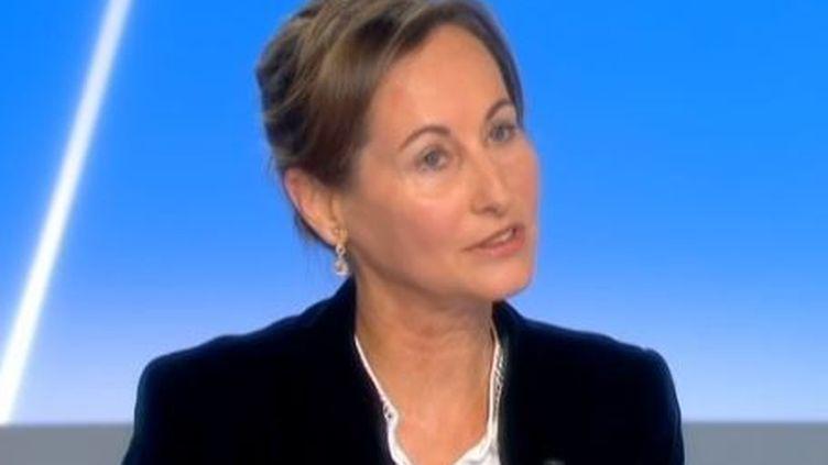 """La présidente de Poitou-Charentes, Ségolène Royal,invitée de l'émission """"C Politique"""" sur France 5 dimanche 2 juin, (FRANCE 5 / FRANCETV INFO)"""
