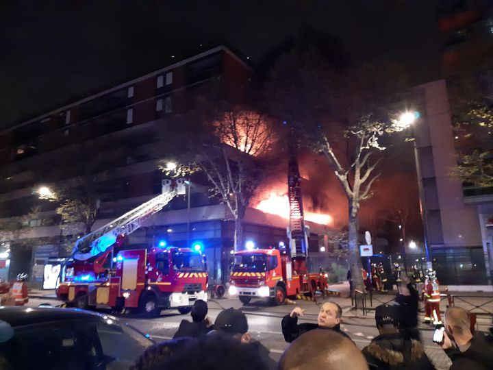 L'incendie s'est déclaré peu avant 21h, dans le 19e arrondissement de Paris. (REMI BRANCATO / RADIOFRANCE)