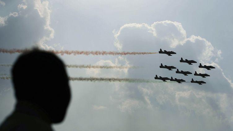 Deux avions de chasse de l'armée indiennese sont percutés en plein vol, mardi 19 février. (JAGADEESH NV / REUTERS)