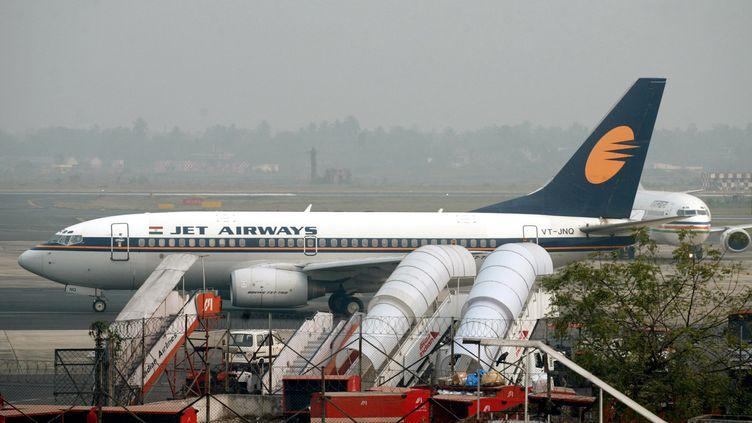 Un avion de la compagnie Jet Airways sur le tarmac de l'aéroport de Kolkata (Inde), en février 2006. (PARTH SANYAL / REUTERS)