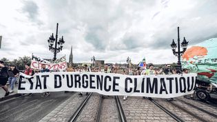 Une manifestation pour alerte sur le changement climatique, à Bordeaux, le 21 septembre 2019. (ASTRID LAGOUGINE / HANS LUCAS / AFP)