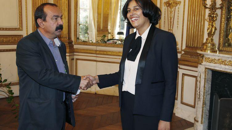 Le secrétaire général de la CGT, Philippe Martinez, rencontre la ministre du Travail,Myriam El Khomri, à Paris le 10 septembre 2015. (THOMAS SAMSON / AFP)
