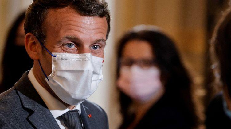 Emmanuel Macronlors d'une rencontre avec desONG, à Paris, le 9 juin 2021. (PASCAL ROSSIGNOL / AFP)