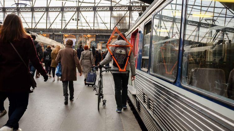 Dans une gare parisienne, le 16 mars 2016. (MAXPPP)