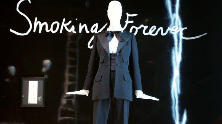 """Photo prise en 2005 à la Fondation Bergé-St-Laurent à Paris, de l'exposition """"Smoking forever""""  (AFP. JP Muller)"""