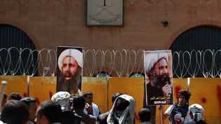 Des manifestants protestent contre la condamnation à mort de Nimr al-Nimr, devant l'ambassade d'Arabie saoudite à Sanaa (Yémen), le 18 octobre 2014. (MOHAMMED HUWAIS / AFP)