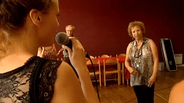La chanteuse Michele Hendricks face aux élèves de sa master de jazz vocal à Langourla  (France 3 Culturebox)