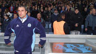 Bernard Casoni, à l'époque où il était entraîneur de l'Olympique de Marseille, en décembre 1999. (GERARD JULIEN / AFP)