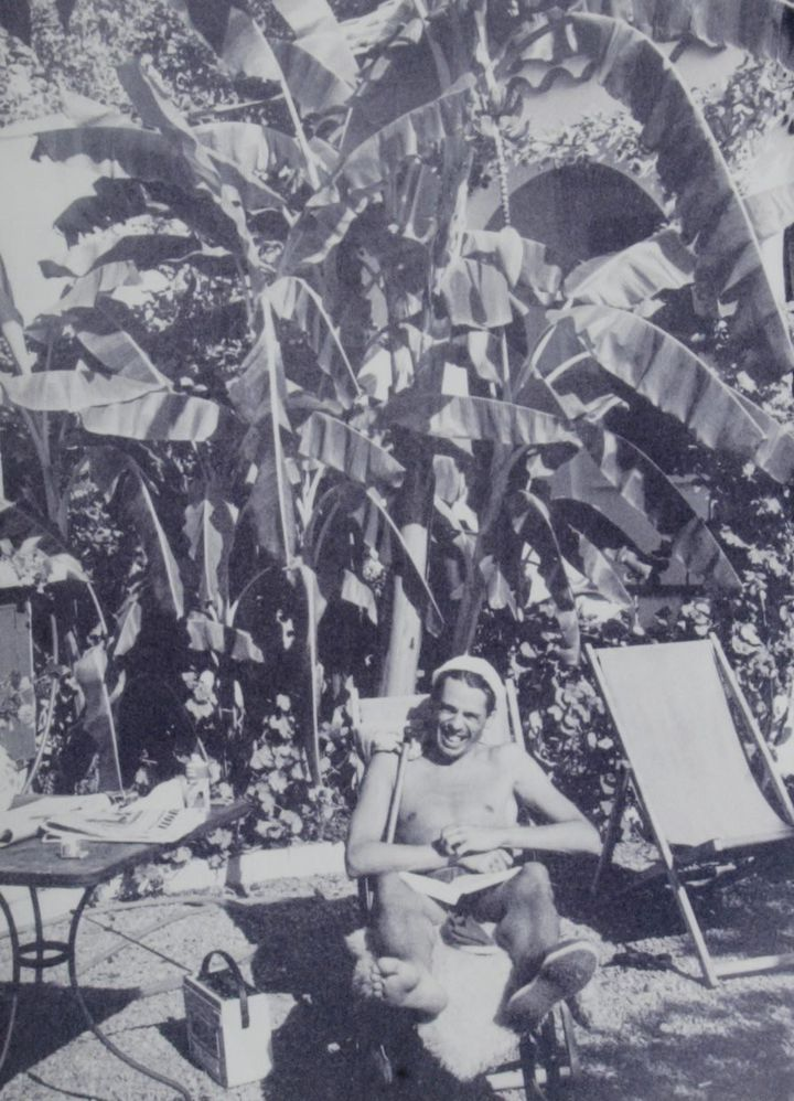 Jacques Brel dans le jardin de sa maison de Roquebrune  (PHOTOPQR/NICE MATIN)