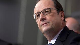 François Hollande, lors de la visite de l'usineArcelorMittal à Florange (Moselle), le 24 novembre 2014. (PHILIPPE WOJAZER / AFP)
