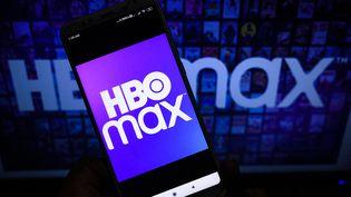 Logo de HBO Max à Tehatta, en Inde (9 août 2021) (SOUMYABRATA ROY / NURPHOTO / AFP)