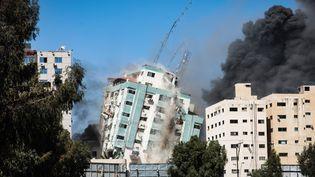 L'immeuble qui abrite plusieurs médias à Gaza (Palestine) détruit par les frappes israéliennes, le 15 mai 2021. (SOPA IMAGES / LIGHTROCKET / GETTYIMAGES)