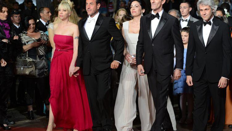"""L'équipe de """"Reality"""" foule le tapis rouge du 65e festival de Cannes, le 18 mai 2012 (ANNE-CHRISTINE POUJOULAT / AFP)"""