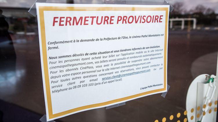 Un complexe cinéma Pathé fermé à Montataire, près de Creil dans l'Oise, le 6 mars 2020. (CHRISTOPHE PETIT TESSON / EPA)