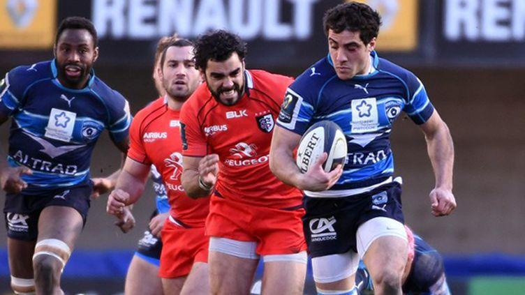 Le Montpellierain Dupont chassé par Yoann Huget