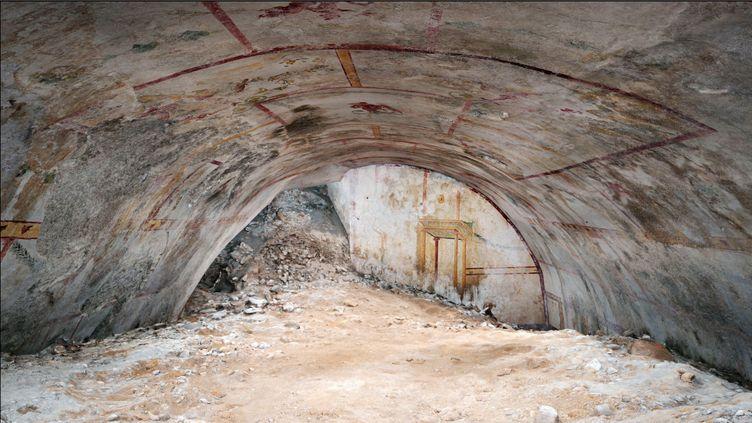 Une salle recouverte de fresques antiques dans la Domus Aurea (La Maison Dorée), palais impérial construit à Rome par Néron au Ier siècle, découverte en mai 2019. (HANDOUT / PARCO ARCHEOLOGICO DEL COLOSSEO)