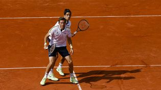 Nicolas Mahut et Pierre-Hugues Herbert, la paire française la plus titrée, disputent la finale de Roland-Garros. (FRANK MOLTER / DPA)