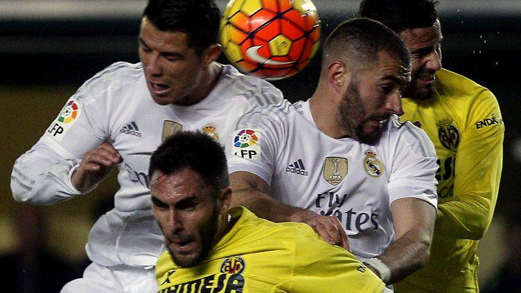 Ronaldo et Benzema (Real Madrid) pris dans la nasse de Ruiz et Musacchio (Villarreal) (JOSE JORDAN / AFP)