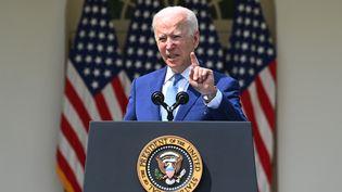 Joe Biden lors d'un discours, le 8 avril 2021 (illustration). (BRENDAN SMIALOWSKI / AFP)