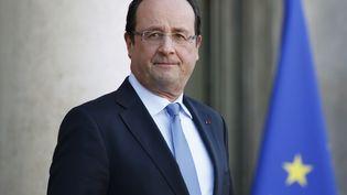 François Hollande sur le perron de l'Elysée à Paris, le 5 décembre 2013. (THOMAS SAMSON / AFP)