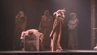"""La pièce """"Chapitre XIII"""" au théâtre Tristan-Bernard (CAPTURE D'ÉCRAN FRANCE 3)"""