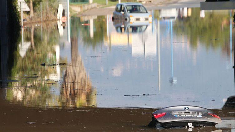 (Il est tombé en deux heures l'équivalent de deux mois de pluie samedi sur les Alpes-Maritimes © Maxppp)