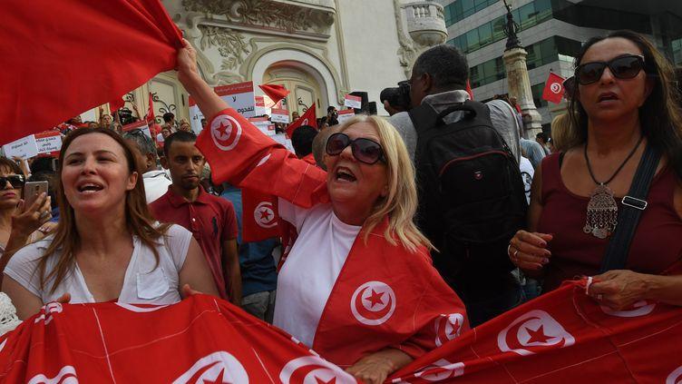 Des femmes manifestent pour la journée de la femme, en Tunisie, le 13 août 2018. (FETHI BELAID / AFP)