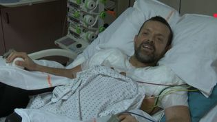 Une greffe bilatérale des bras et des épaules a été réalisée en France, à l'hôpital Edouard Herriot de Lyon (Rhône). Le patient, Felix Gretarsson, se porte bien. (FRANCE 2)