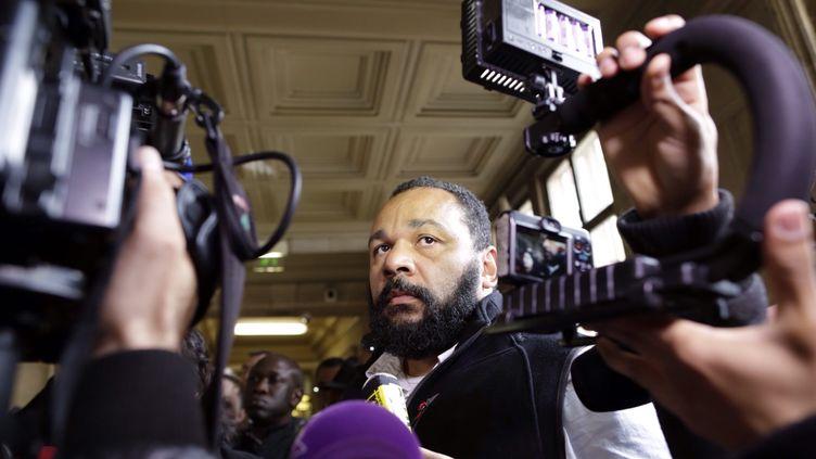 L'humoriste Dieudonné lors de son passage au palais de justice de Paris, le 29 avril 2014. (MAXPPP)
