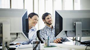 De plus en plus de blogs racontent avec humour les petits tracas de la vie de bureau. (THOMAS BARDWICK / GETTY IMAGES)