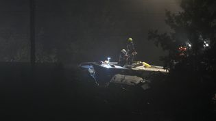 La collision entre deux trains, dimanche 5juin au soir à Hermalle-sous-Huy (Belgique), a fait au moins trois morts et neufblessés. (JOHN THYS / AFP)