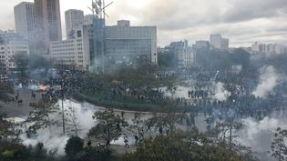 """Mouvement des """"gilets jaunes"""", place d'Italie, samedi 16 novembre. (AURORE MESENGE / AFP)"""