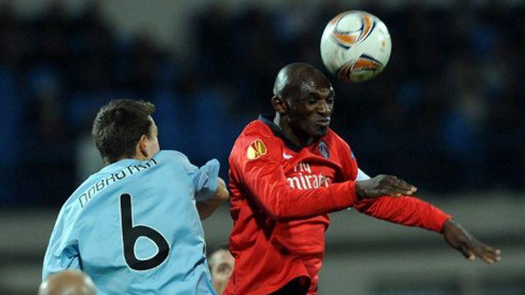 Zoumana Camara (PSG) gagne son duel (SAMUEL KUBANI / AFP)