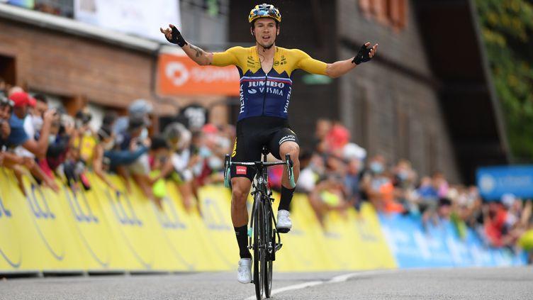 Primoz Roglic (Jumbo - Visma) a une nouvelle fois dompté la concurrence, sur la 2e étape du Critérium du Dauphiné. (JUSTIN SETTERFIELD/POOL / GETTY POOL)