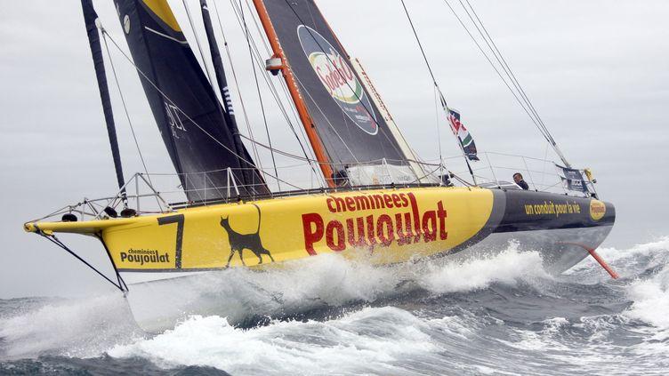 """""""Cheminée Poujoulat"""", le bateau du skipper suisse Bernard Stamm, au départ du Vendée Globe édition 2008. (CHARLES PLATIAU / REUTERS)"""
