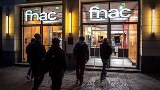 Devant un magasin Fnac à Lille (Nord), le 27 octobre 2015. (PHILIPPE HUGUEN / AFP)