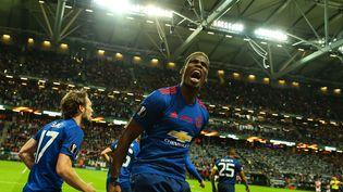Le milieu de terrain français de Manchester United Paul Pogba célèbre son but lors de la finale de la Ligue Europa contre l'Ajax Amsterdam, le 24 mai 2017 à Stockholm. (SALIH ZEKI FAZLIOGLU / AFP)