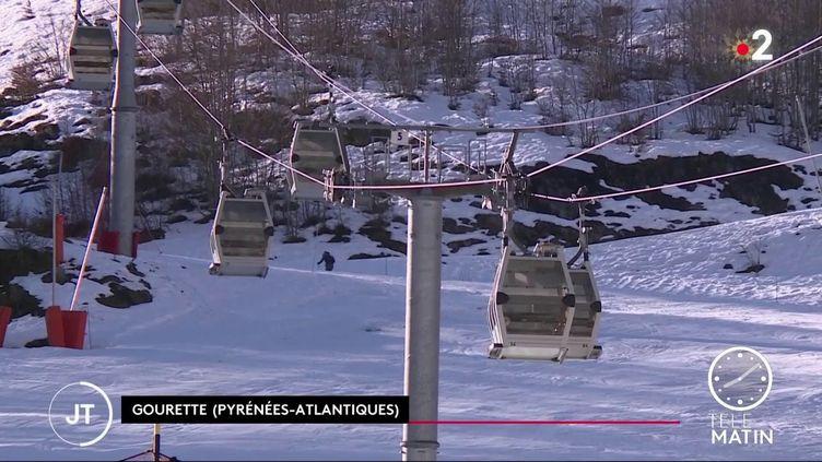 Des remontées mécaniques à l'arrêt dans les Pyrénées-Atlantiques. (France 2)