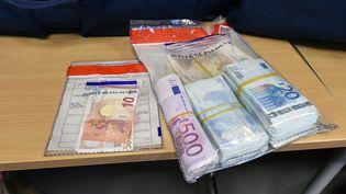 Les policiers ont notamment saisi 110 000 euros, lors d'une opération menée à la cité Savine (Marseille), vendredi 16 décembre (Photo d'illustration). (PIERRE LE MASSON / MAXPPP)