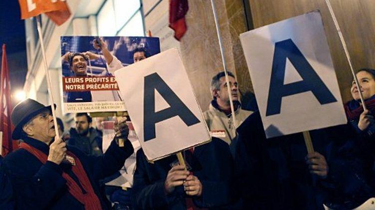 Manifestation devant l'immeuble de Standard & Poor's, à Paris, le 14 janvier 2012. (AFP - Thomas Samson)