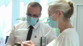 Ehpad : le pass sanitaire obligatoire pour rendre visite à ses proches (France 2)