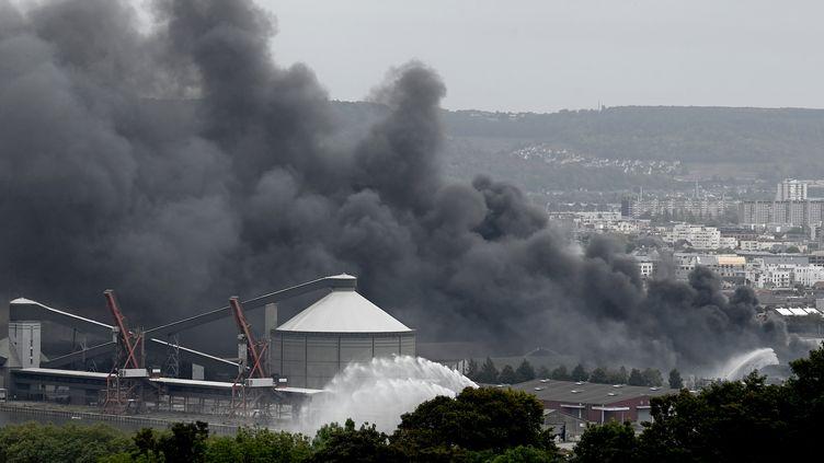 Incendie à Lubrizol : la ville de Petit-Quevilly porte plainte contre X (PHILIPPE LOPEZ / AFP)