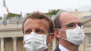 Emmanuel Macron (à gauche) et le Premier ministre Jean Castex lors du14 juillet 2020 à Paris. Photo d'illustration. (LUDOVIC MARIN / POOL / AFP)