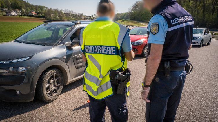 Un contrôle des attestations de déplacement sur la RN57 à Vesoul (Haute-Saone). (JEAN-FRANÇOIS FERNANDEZ / FRANCE-BLEU BESANÇON)